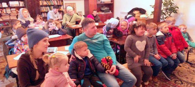 Напередодні свята Стрітення Господнього дітям приготували лялькову виставу — «Стрітенська свіча»